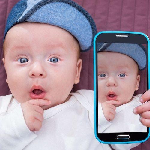 Kinder benutzen auch gerne Smartphones – Handyversicherung von Easy Insurance.