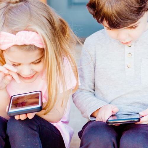 Kinderhandys sicher machen: Sicherheit im Internet und kindgerechte Apps