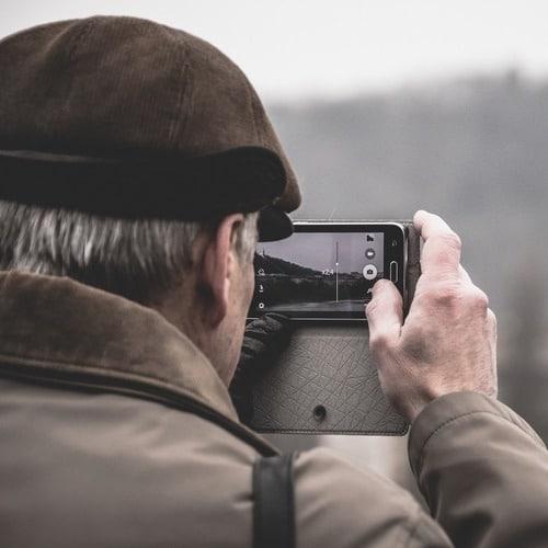 Smartphone als Geschenk für die Eltern oder Großeltern – Ratgeber für Consumer-Elektronik